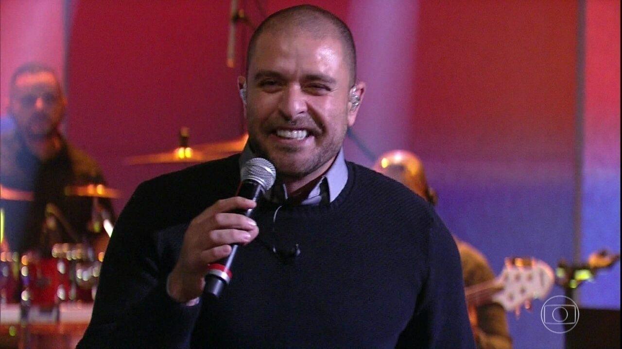 Diogo Nogueira encerra o programa com música