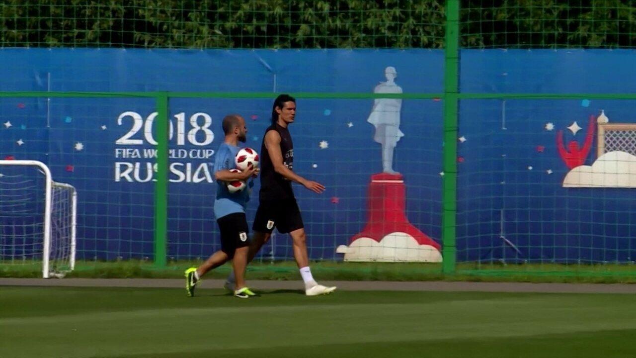 Cavani faz trabalho à parte em treino do Uruguai e dificilmente jogará contra a França