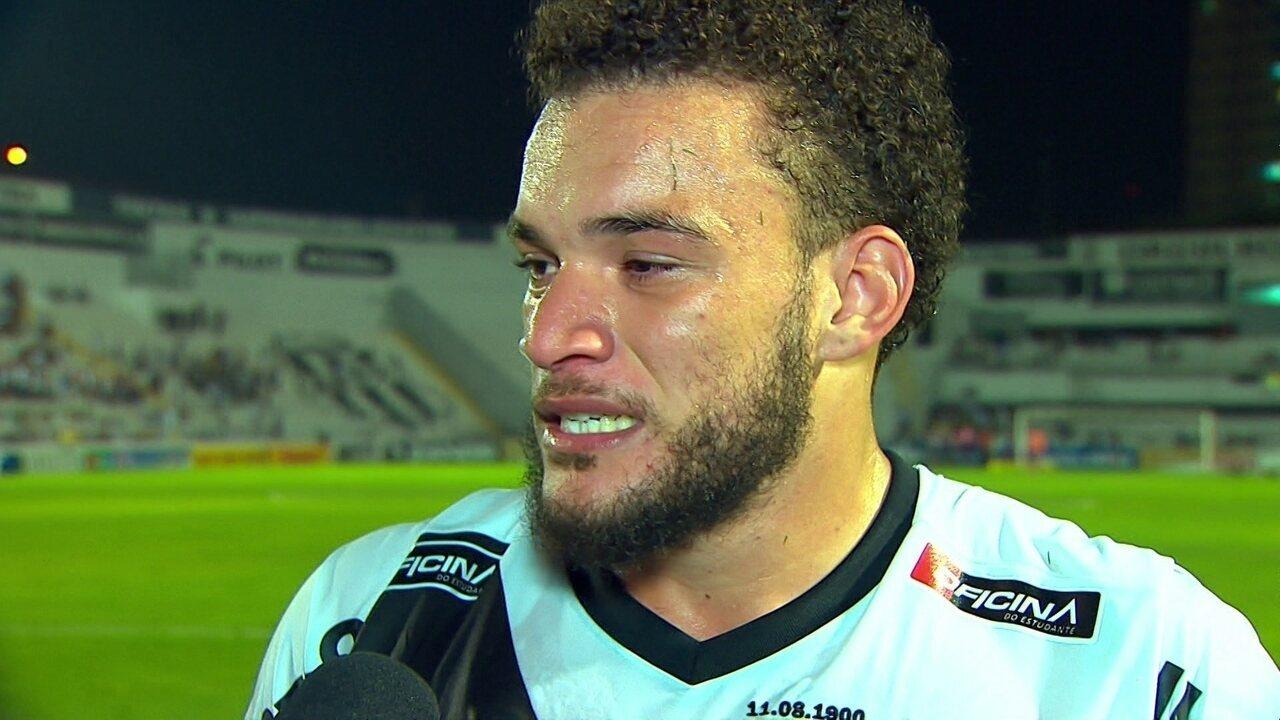 André Luís explica beijo para torcedor após o gol: