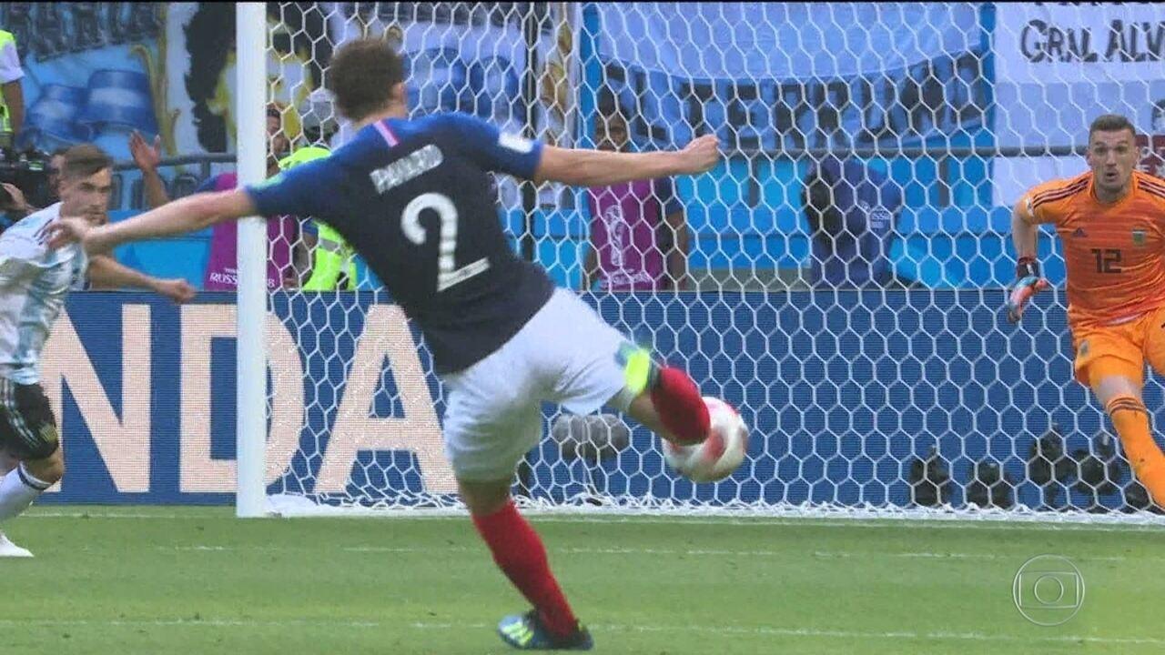 Pavard é um dos jogadores franceses que estão brilhando nessa Copa do Mundo 91c109f004589