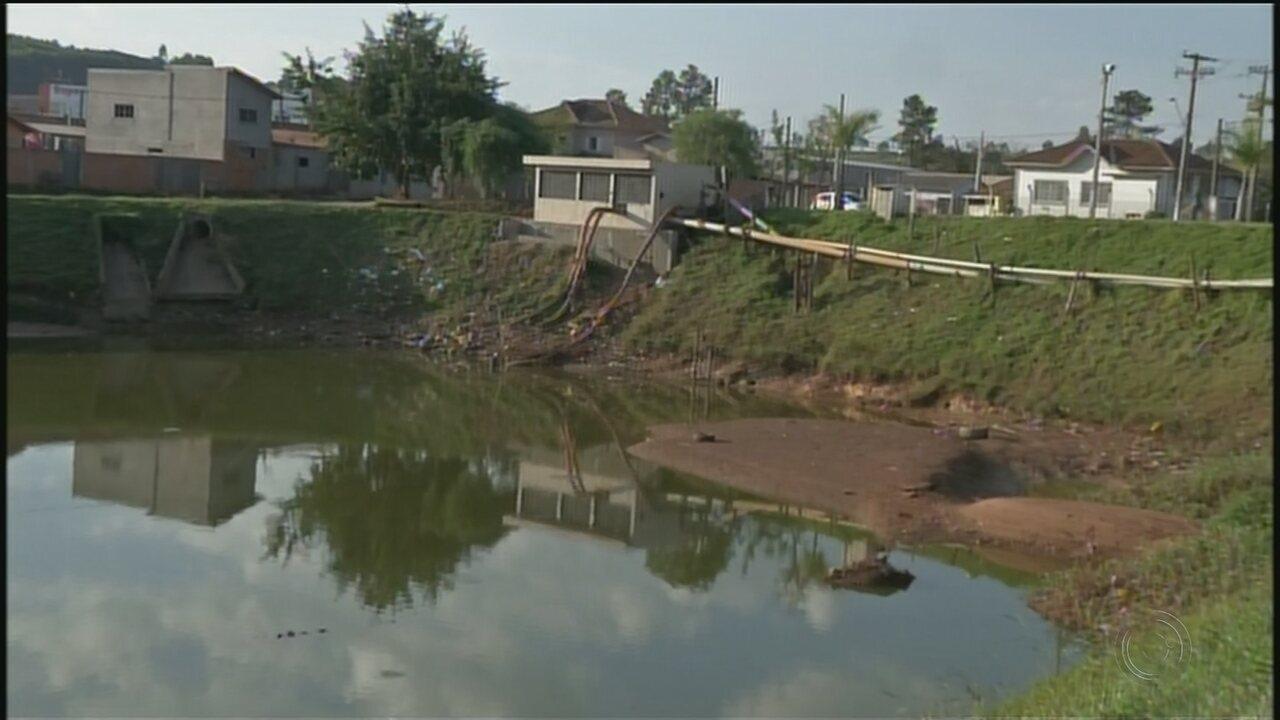 Desassoreamento de lagoa causa polêmica em Nova Campina