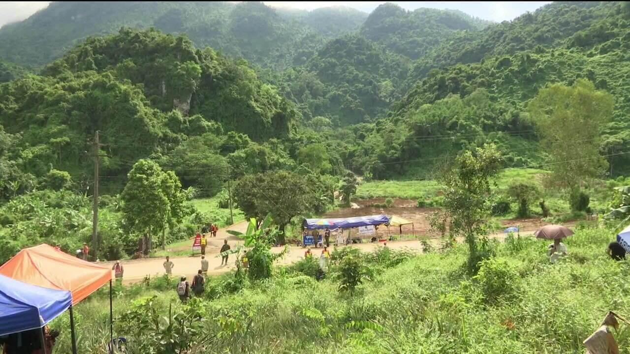 Operação de resgate em caverna da Tailândia chega ao 3º dia