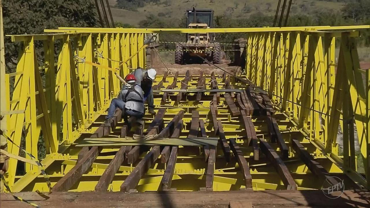 Motoristas aguardam fim das obras de ponte entre Turvolândia e São Gonçalo do Sapucaí