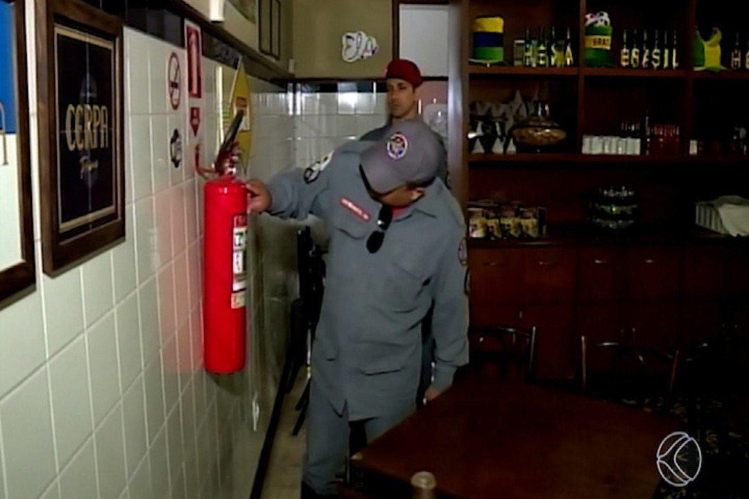 Após vistoria em comércios de Uberaba, bombeiros constatam que a maioria está irregular