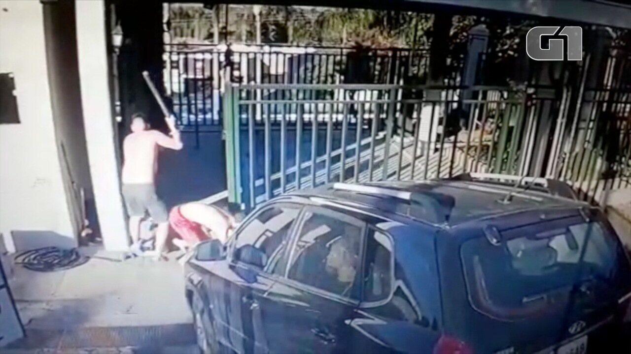 Resultado de imagem para Morador de condomínio de luxo é agredido a pauladas após disputa por área de lazer