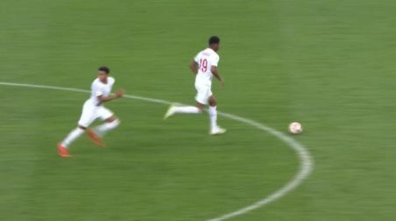 Ingleses não esperam volta de croatas e dão saída de bola