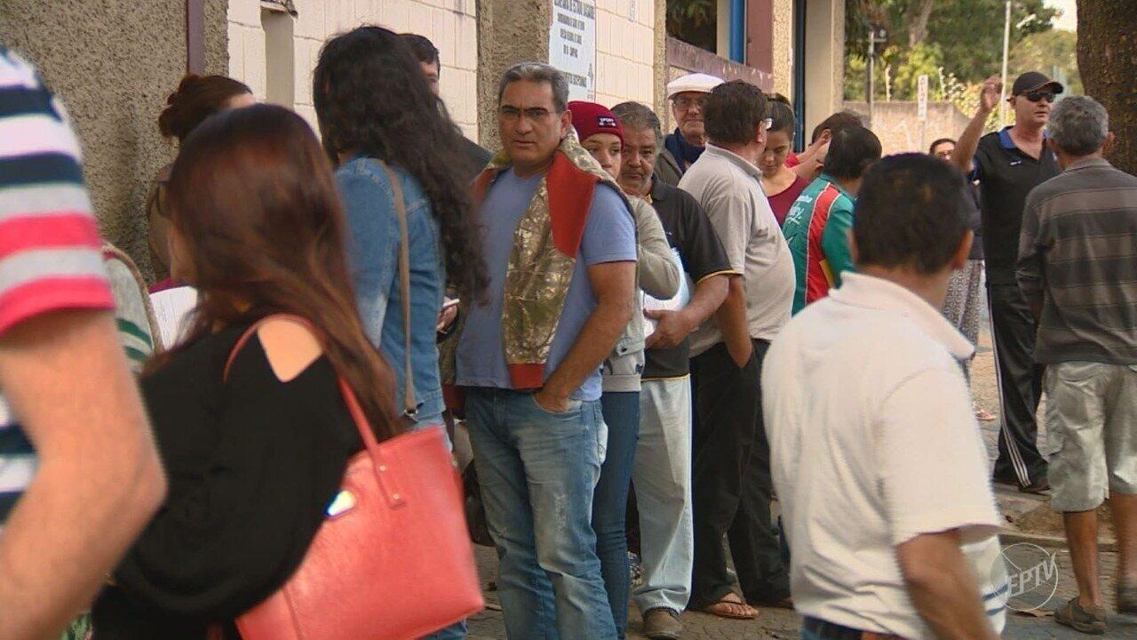 Moradores fazem fila em farmácia de alto custo no bairro da Ponte Preta em Campinas