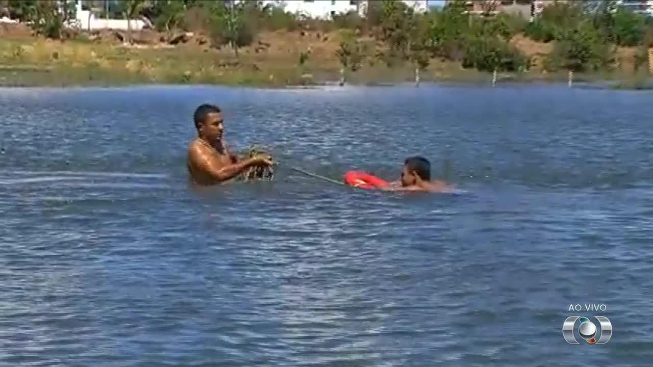 Bombeiros explicam como fazer resgate na água de forma segura