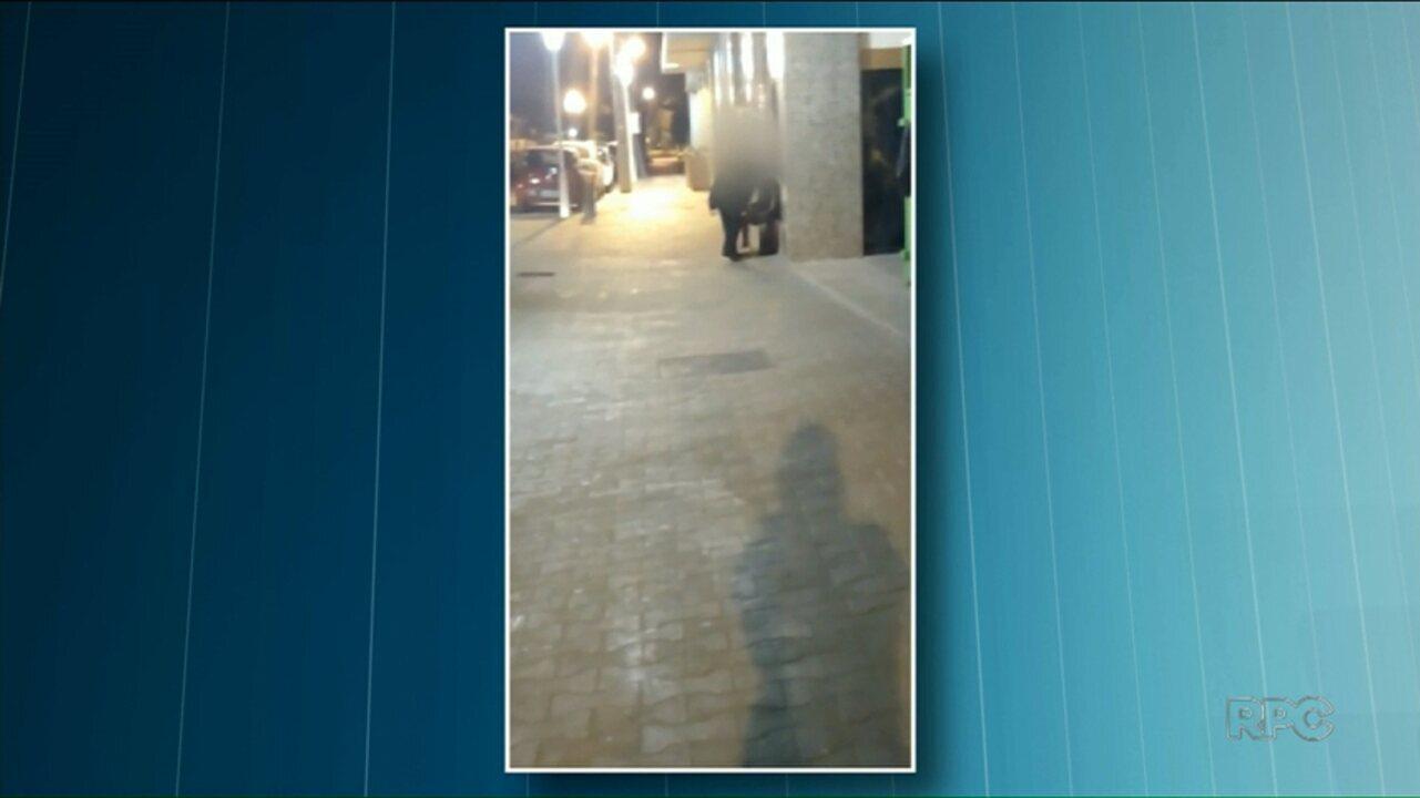 Morador de rua é agredido por segurança de shopping em Paranavaí