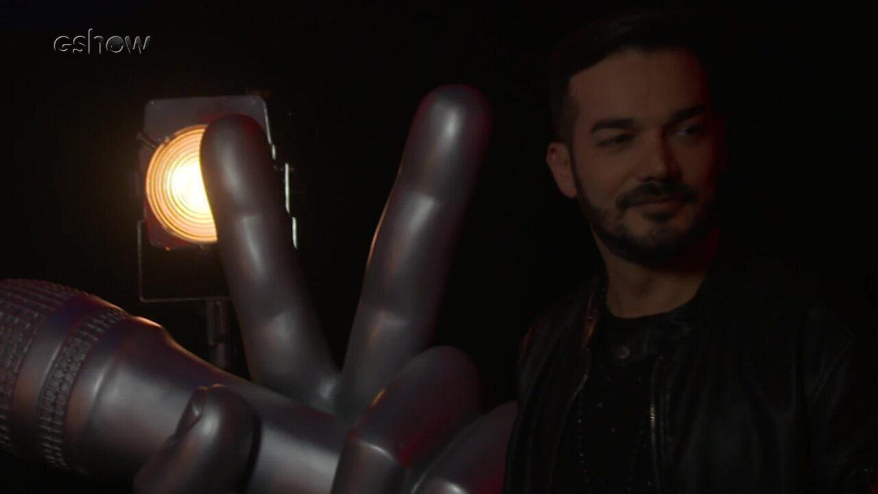 Confira a emoção de Daniel Lopes instantes antes de subir ao palco do The Voice
