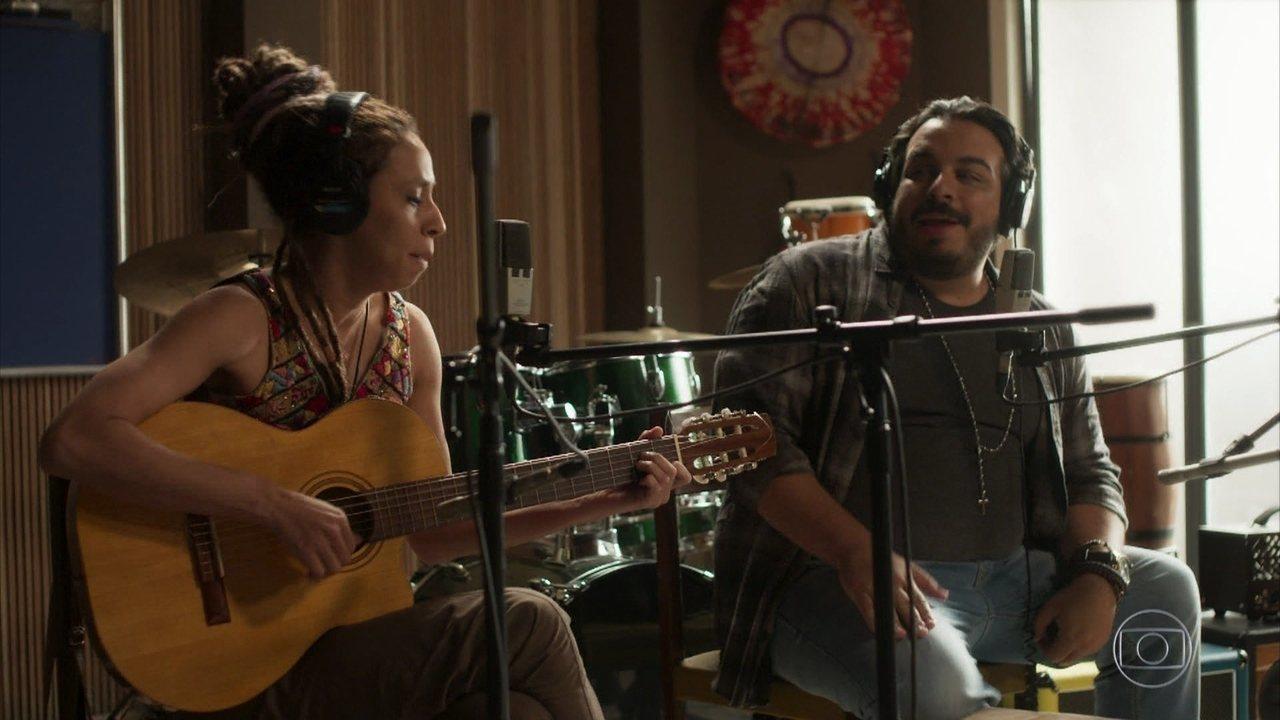 Clóvis e Gorete ensaiam sua música