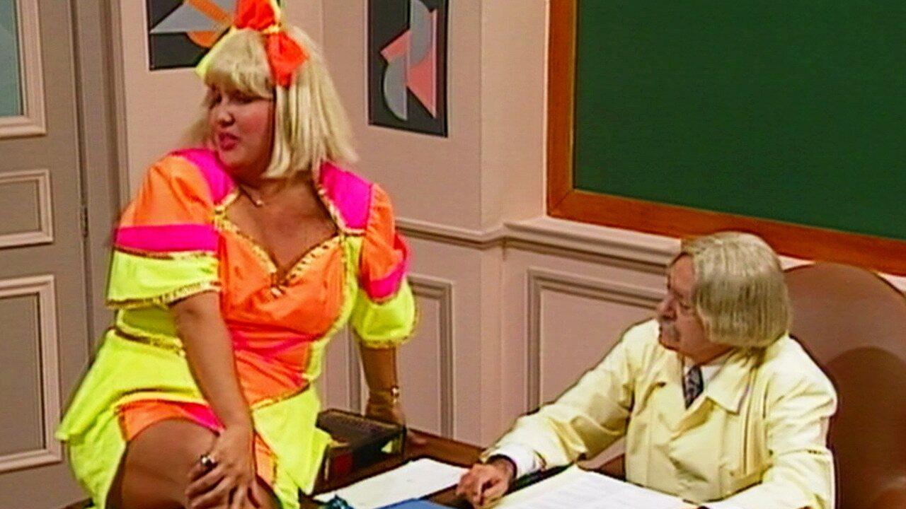 Escolinha do Professor Raimundo - Episódio de 28/01/1992 - Bertoldo Brecha arrumou um emprego novo, Peru arruma fantasia de pavão misterioso, e Cacilda mostra que sabe tudo de cinema.