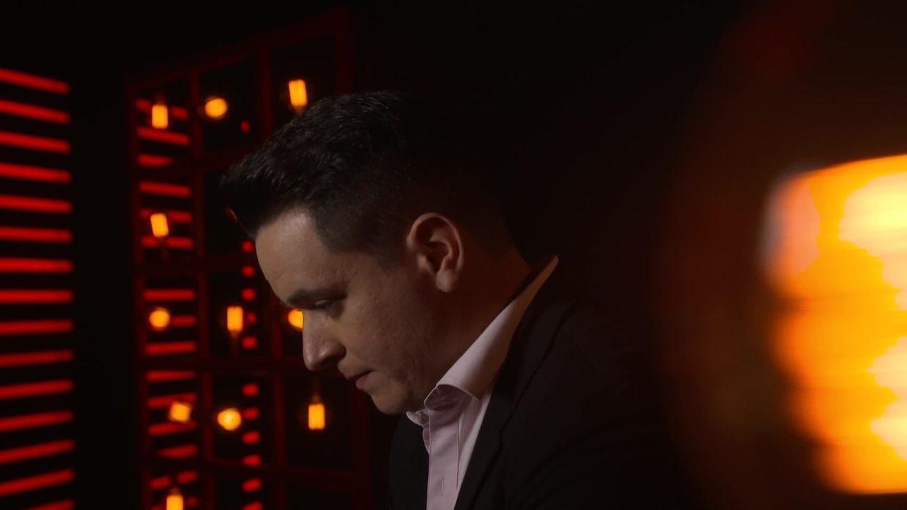 Confira a preparação de Léo Pain instantes antes de subir ao palco do 'The Voice Brasil'