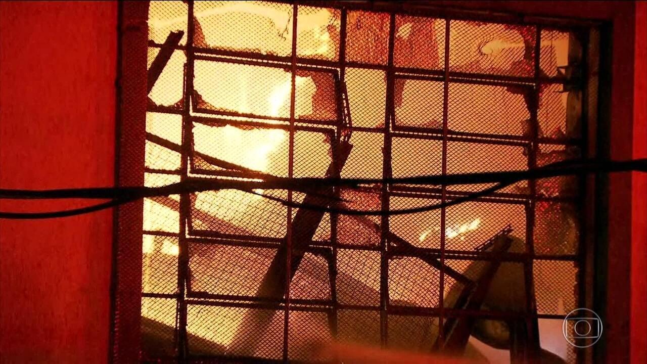 Balão pode ter provocado incêndio que destruiu galpão em São Paulo