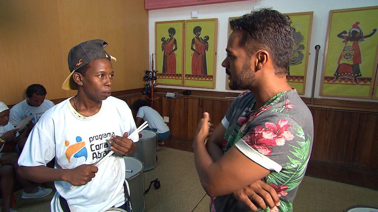 Projeto Corra pro Abraço transforma vidas de pessoas em situação de rua através da música