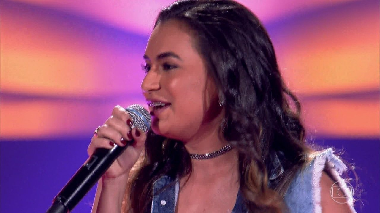Thailla Lima canta