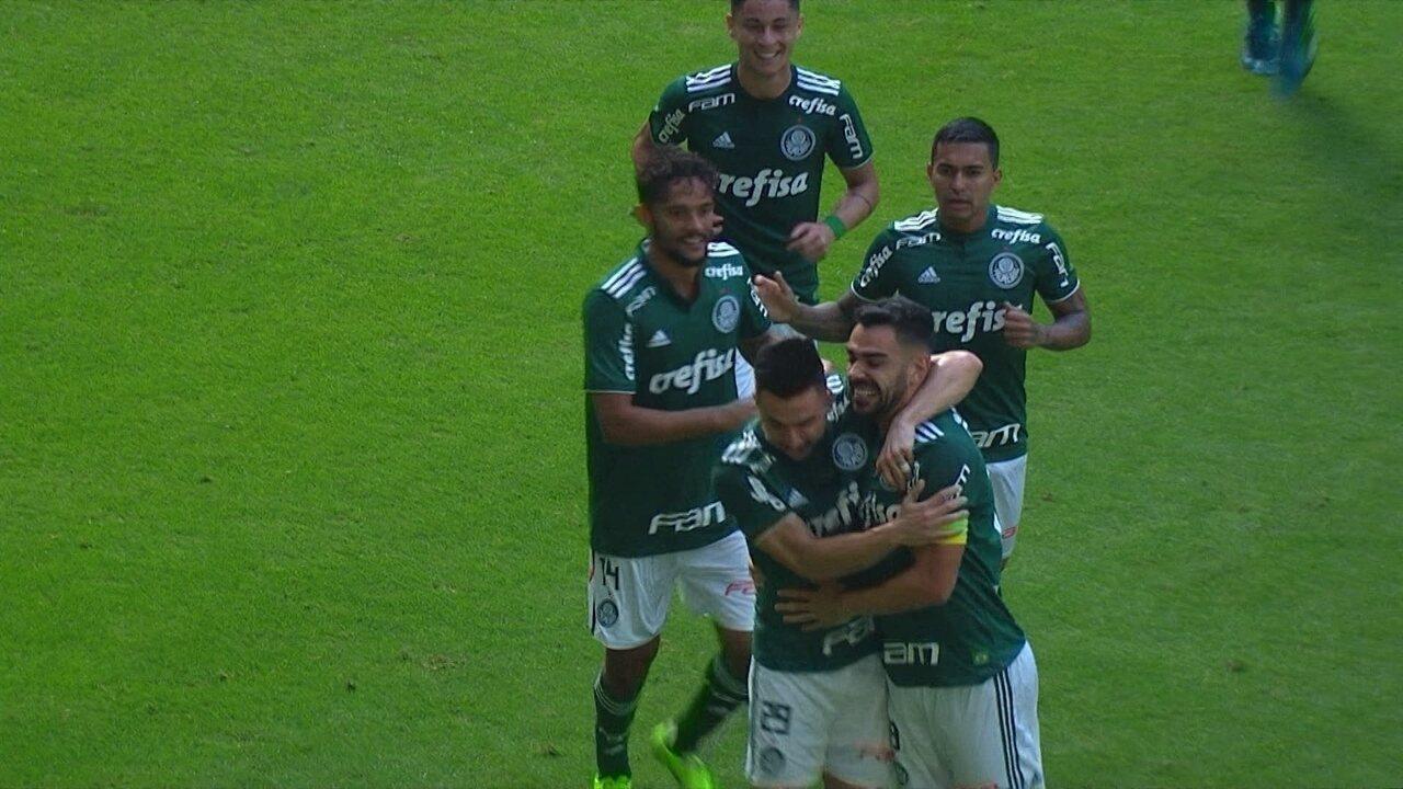 GOOOOL do Palmeiras! Bruno Henrique chuta forte no canto e abre o placar aos 13' do 1T