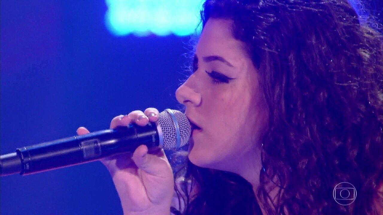 Giulia Sant'Ana canta