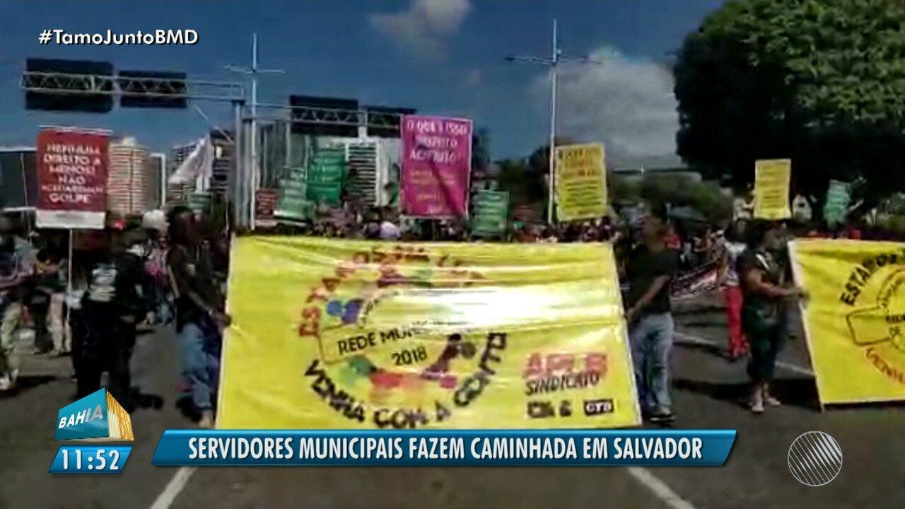Servidores municipais fazem protesto e caminhada na Avenida ACM, em Salvador