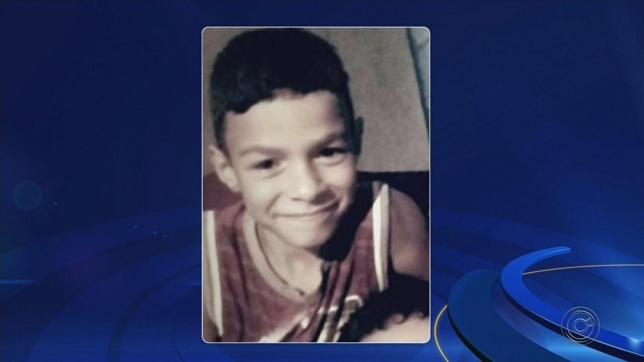 Menino que morreu após procurar atendimento em três unidades de saúde teve febre maculosa