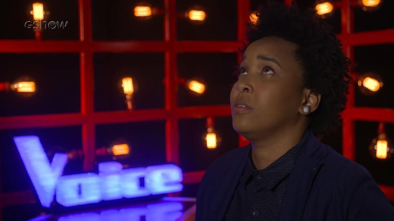 Confira a emoção de Meggie Santos instantes antes de subir ao palco do 'The Voice'