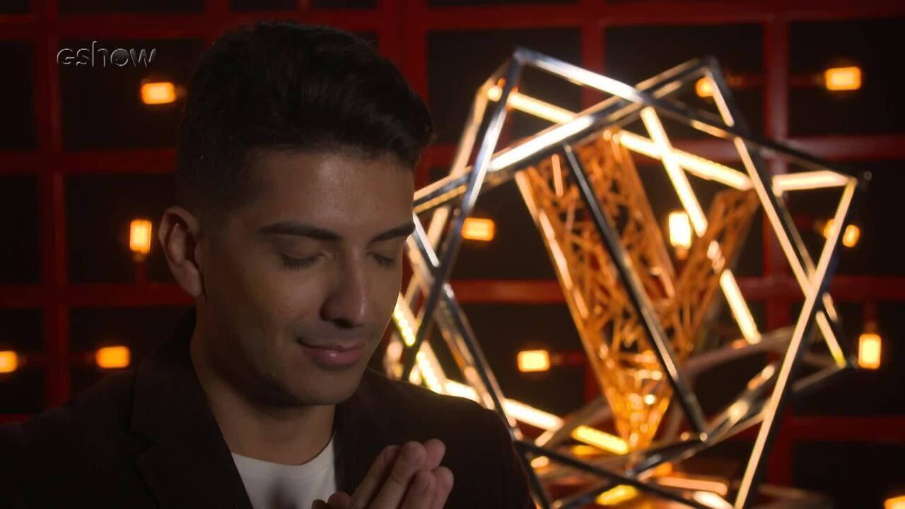 Confira a emoção de Renan Valentti instantes antes de subir ao palco do 'The Voice'