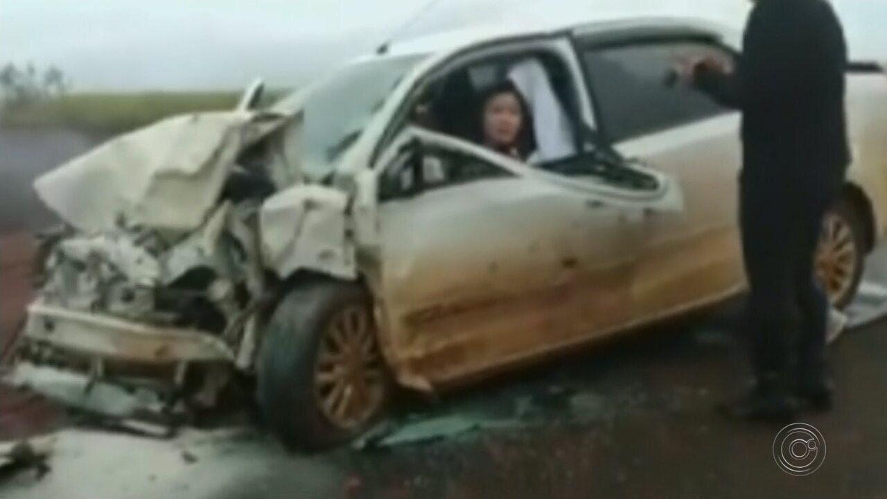 Choque frontal entre carros deixa um morto e feridos em rodovia de Ourinhos