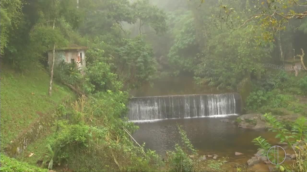 Equipes retomam buscas por francês perdido em trilha no RJ