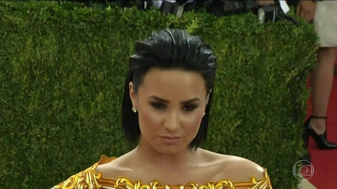 Demi Lovato deixa hospital e está em clínica de reabilitação