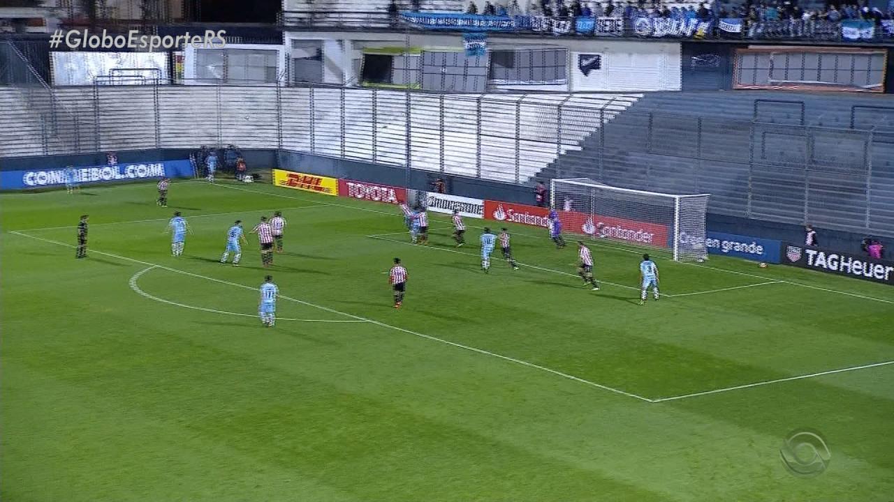 Relembre a derrota com gol de Kannemann contra o Estudiantes na Argentina