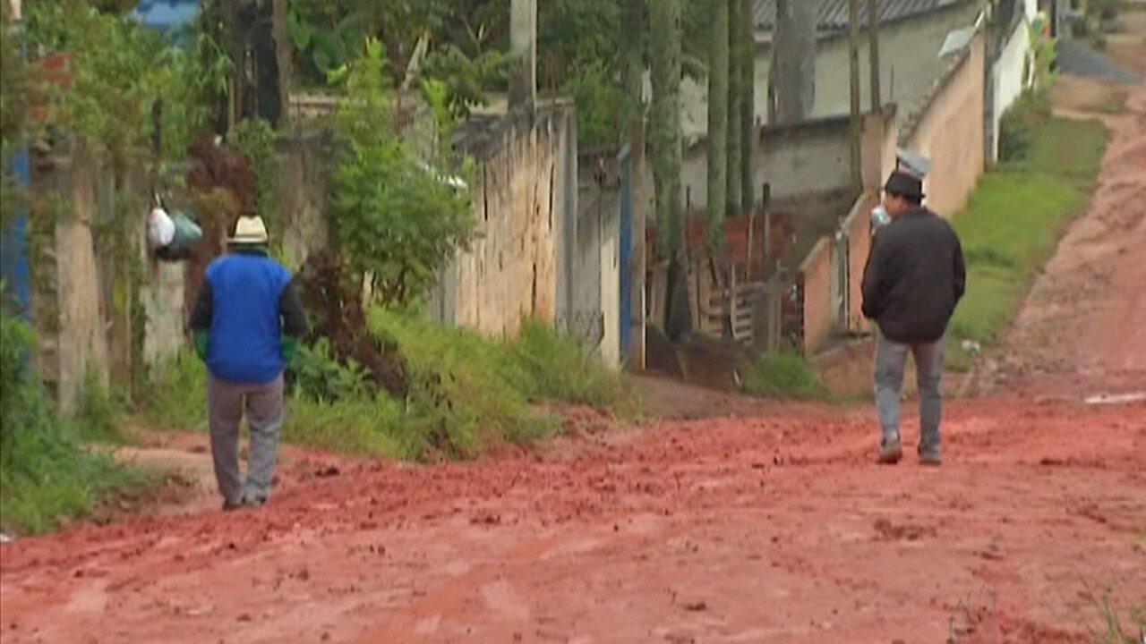 Chuva e lama atrapalha realização de serviços básicos em bairro de Suzano e Poá
