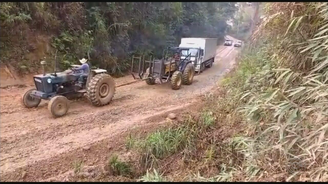 Estrada que leva à Penitenciária de Mairinque fica coberta de lama novamente