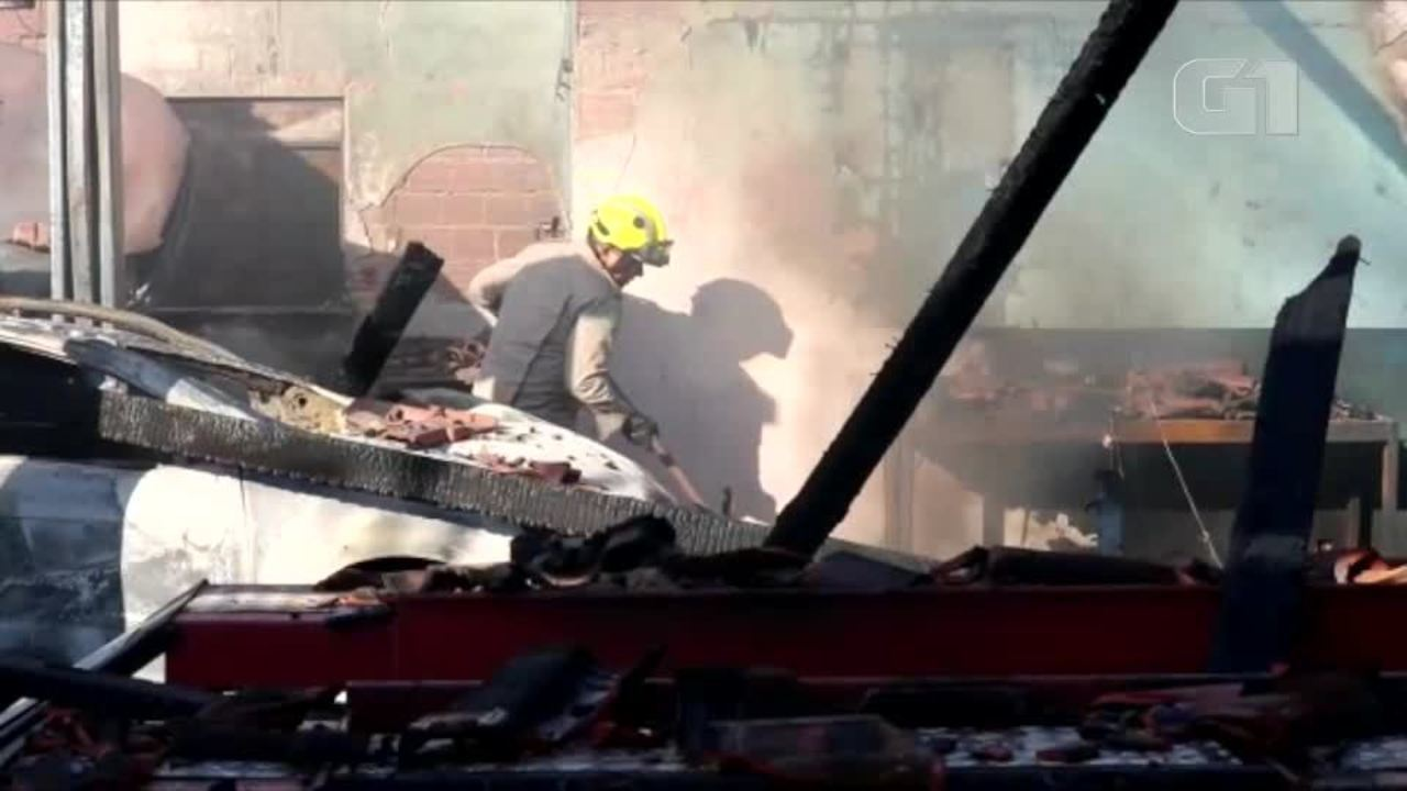 Bombeiros contém incêndio incêndio na Zoa Sul