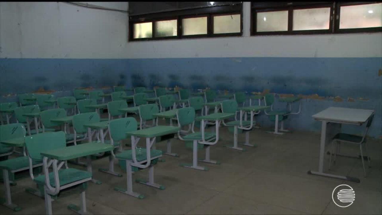 Servidores da educação mantém greve que já dura mais de 60 dias