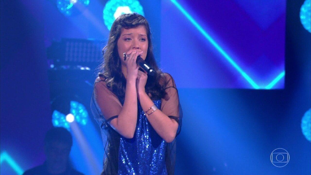 Géssica Lima canta