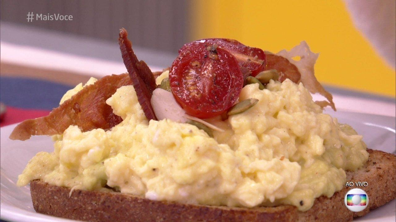Ana Maria prepara Torrada com Abacate e Ovos para o café da manhã