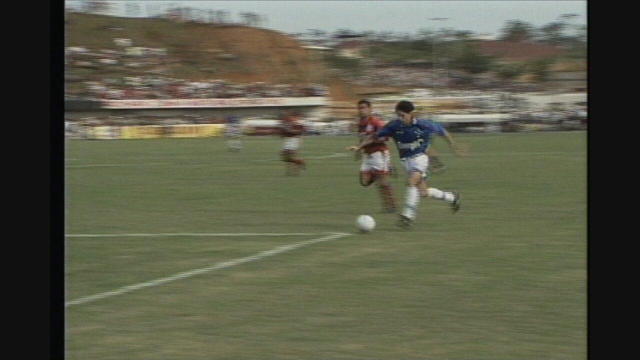 Você se lembra? Em Cariacica, Cruzeiro vence Flamengo, pelo Campeonato Brasileiro de 1995