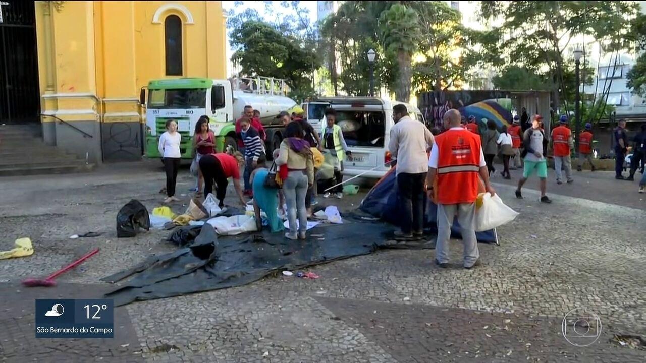 Famílias desocupam Largo do Paissandu