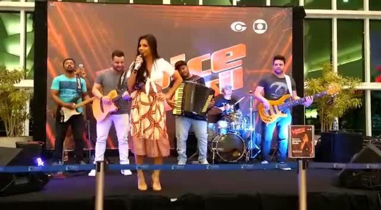 Samara Souto faz show para fãs em Maceió