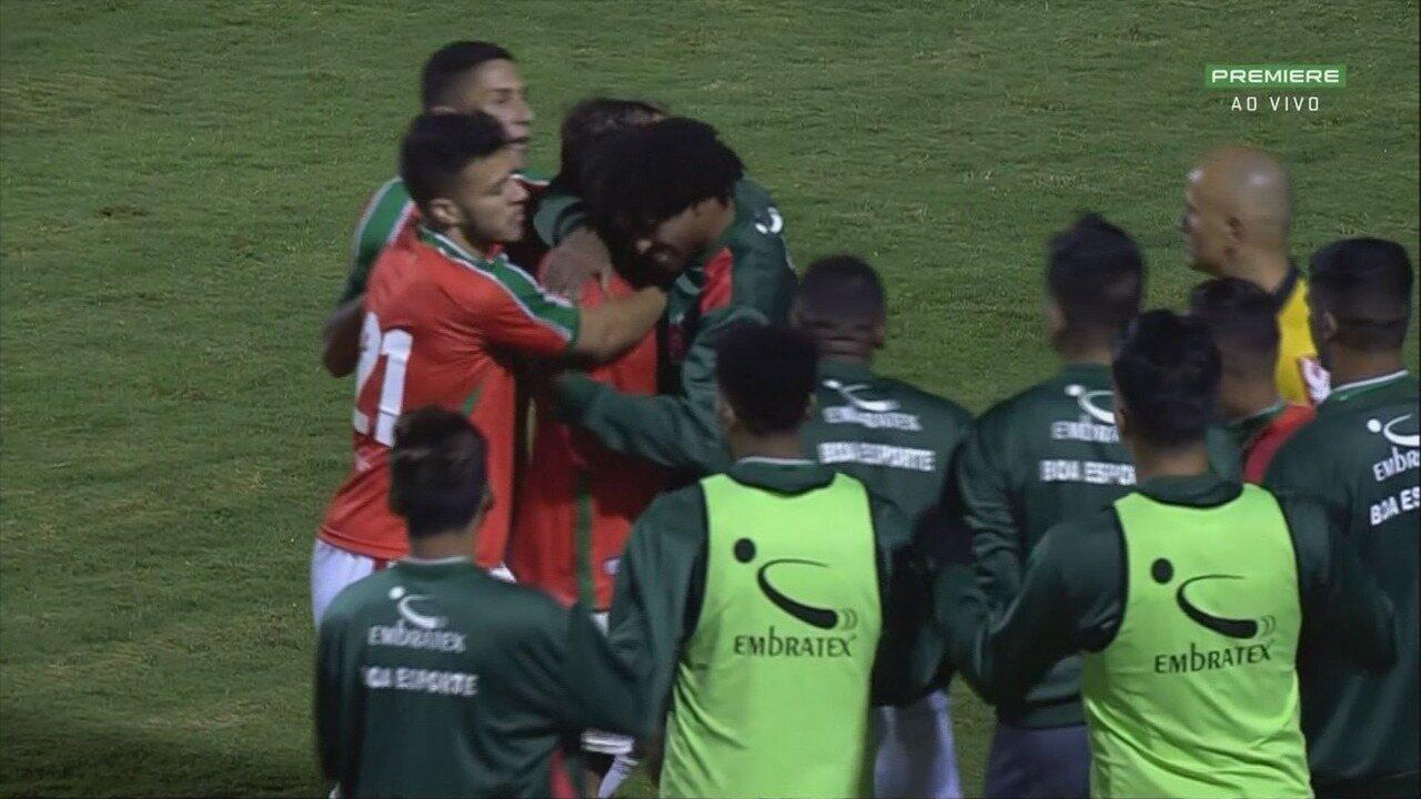 Gol do Boa Esporte! Douglas Baggio recebe e bate no ângulo para decretar a vitória do Boa