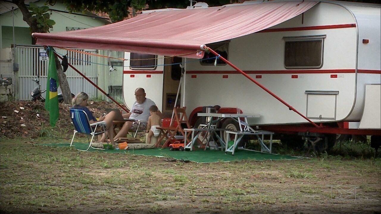 Repórter Mirante mostra a vida de quem mora em um trailer e conhece o mundo sobre rodas