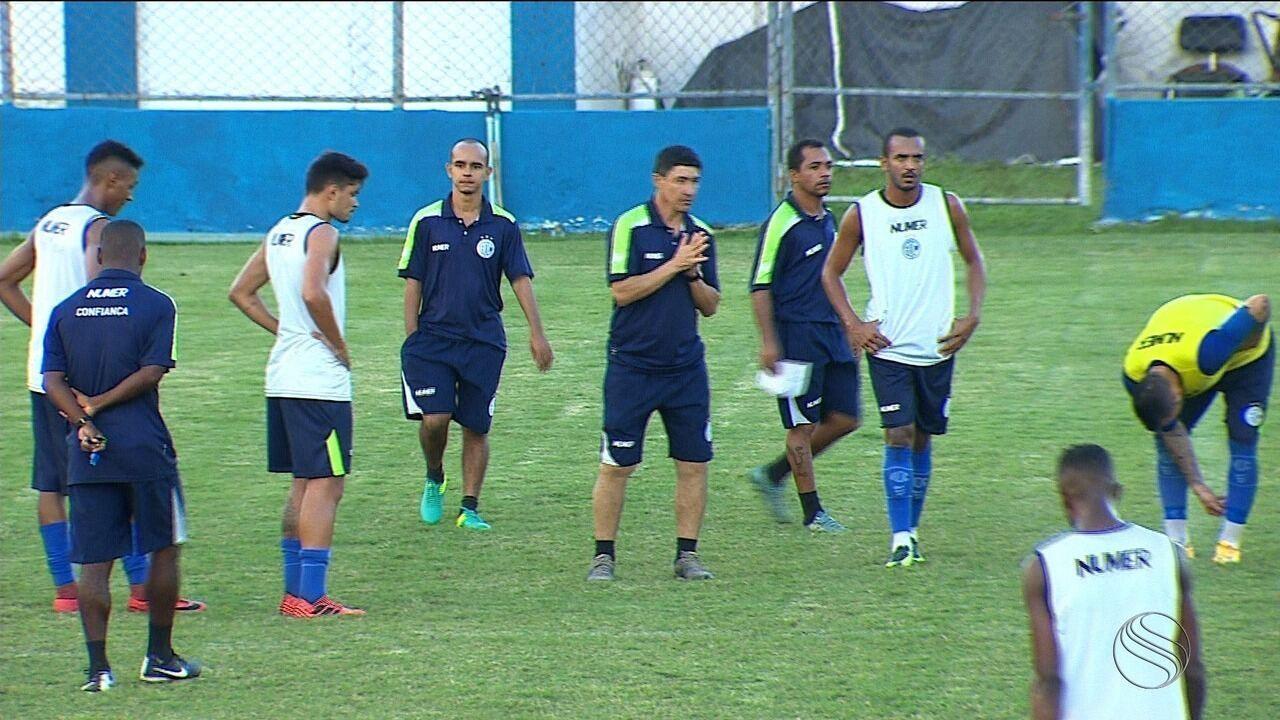Betinho relembra situações do Confiança na Série C e vai em busca de classificação