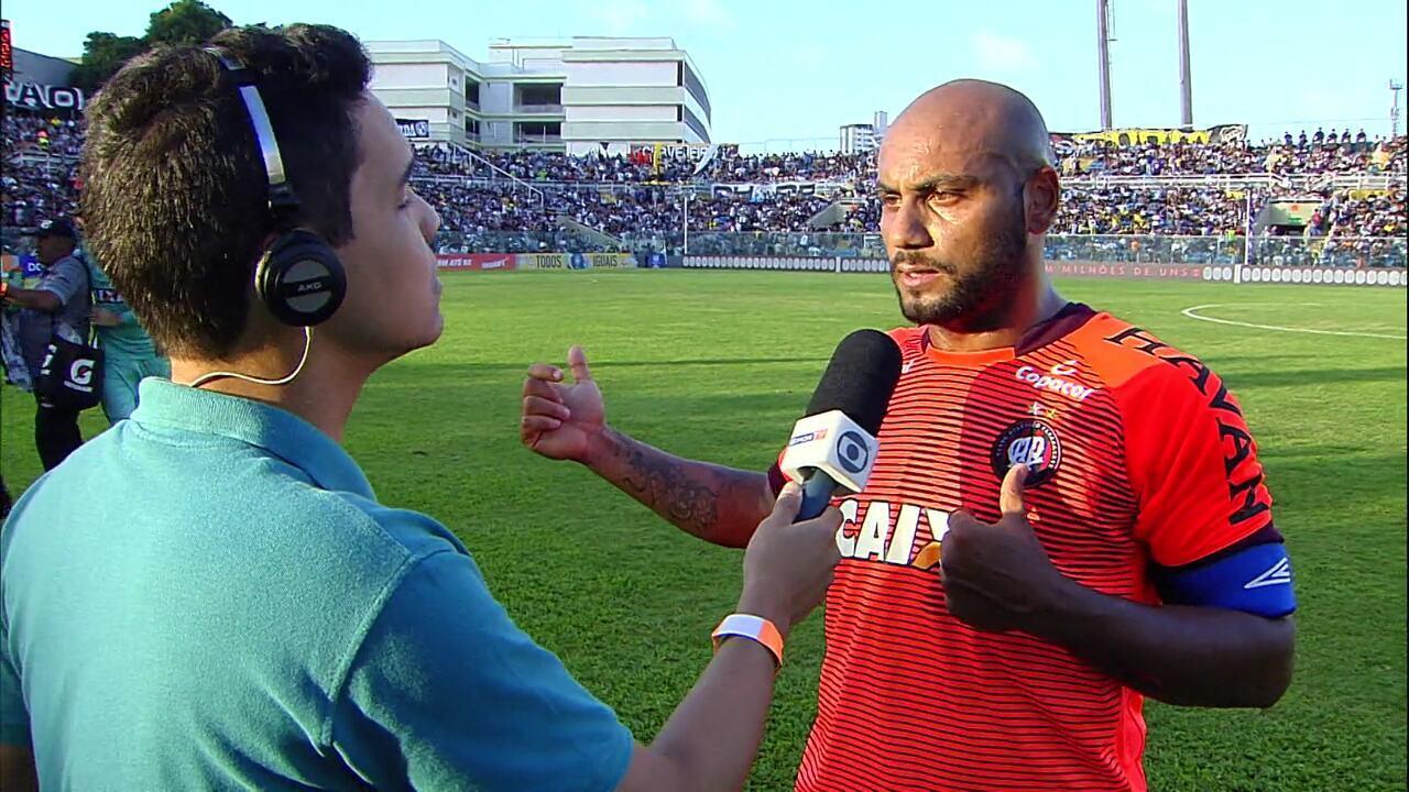 Jonathan reclama de falta sofrida por Marcelo Cirino: