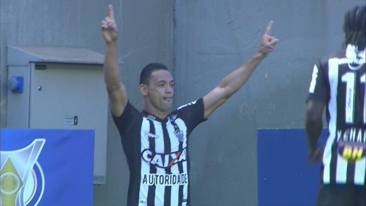 Gol do Atlético-MG! Cazares cruza, e Ricardo Oliveira faz o que sabe