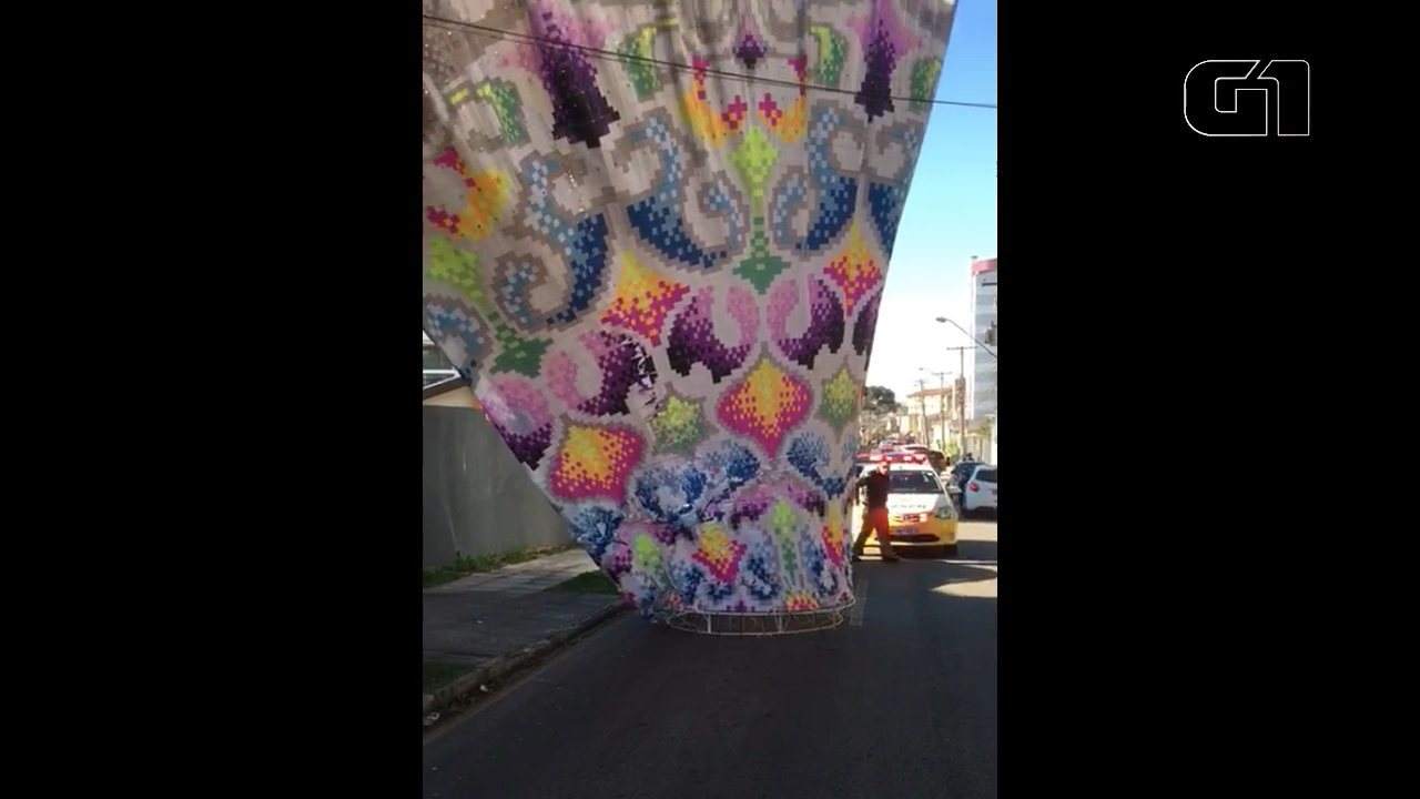PM apreende balão em Curitiba
