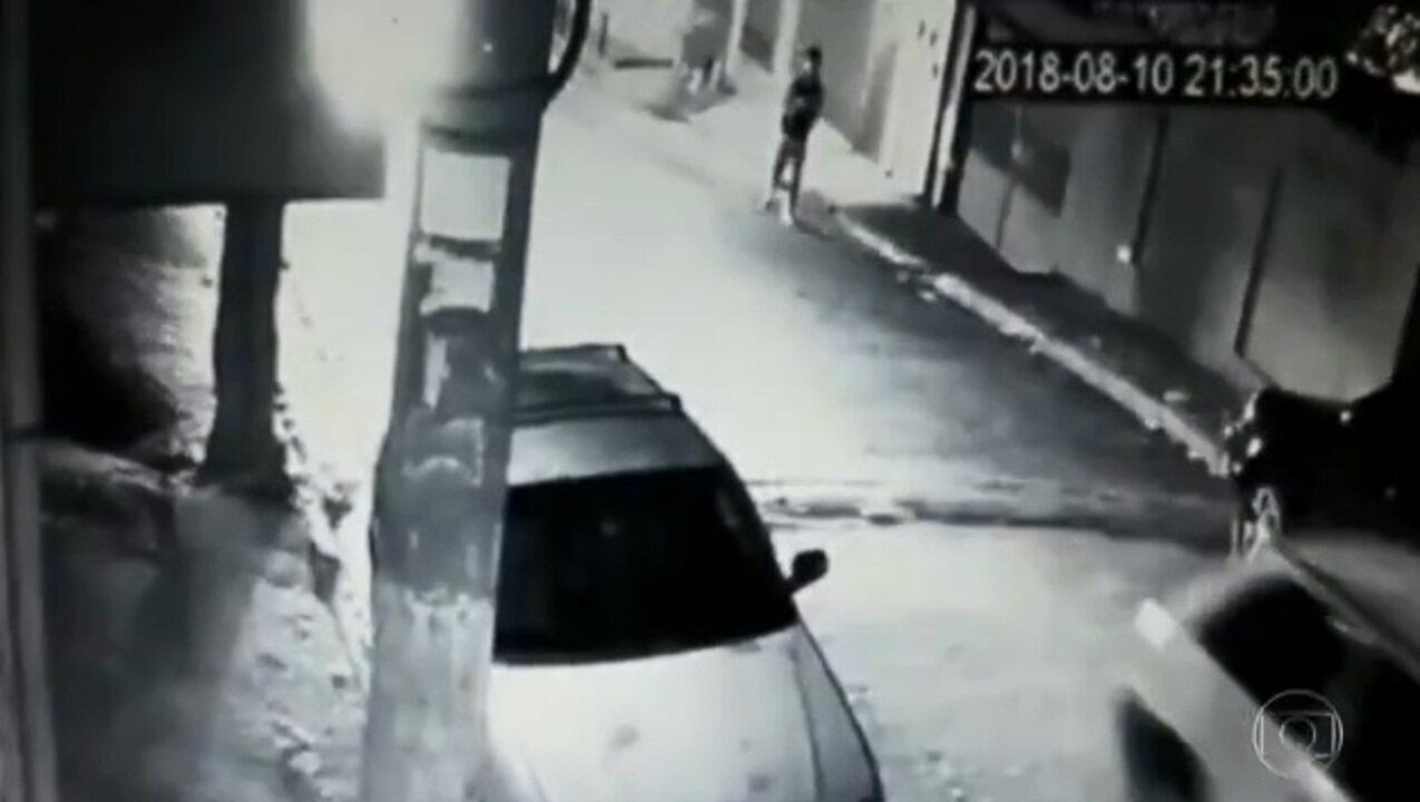 Imagens mostram Robert Braga sendo baleado após ter seu celular roubado em São Paulo