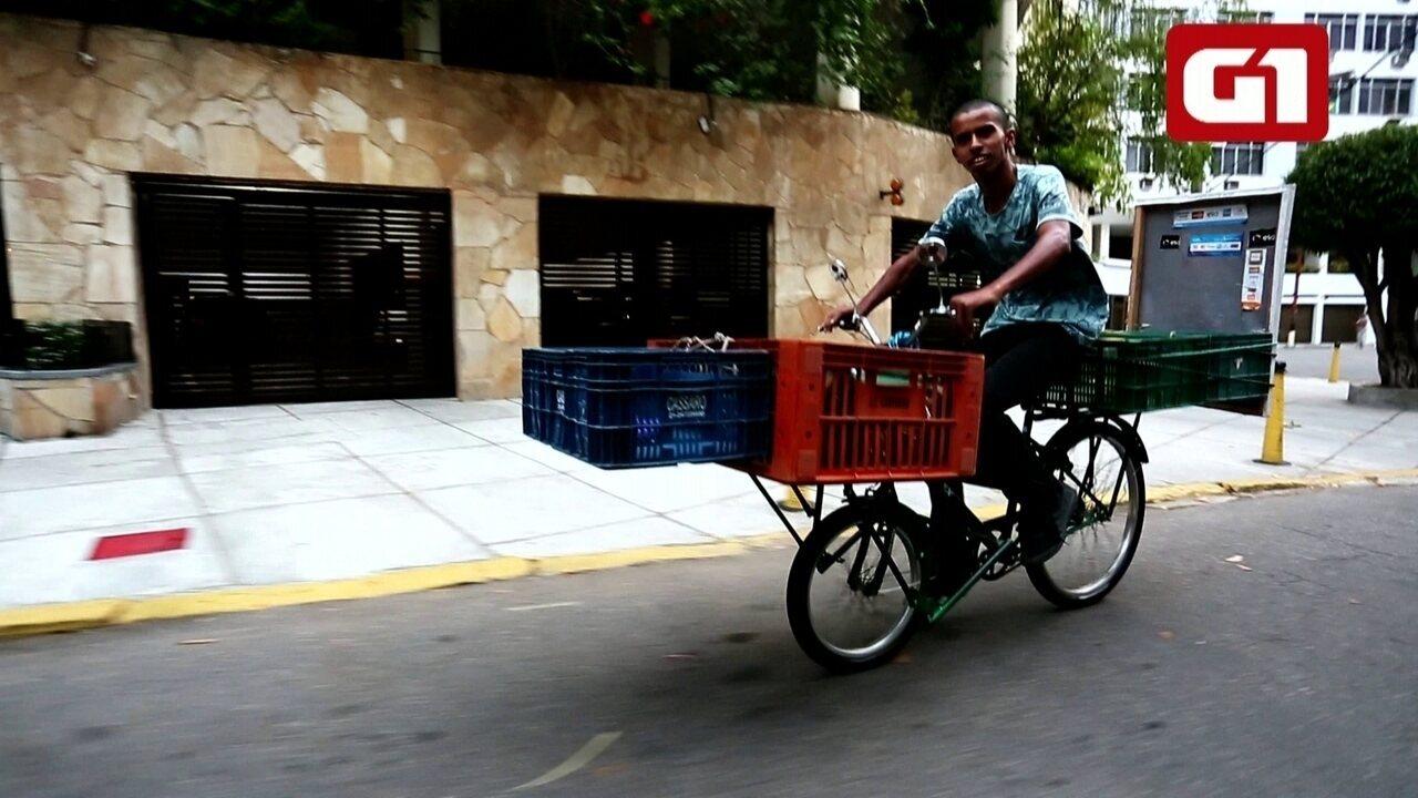 Ambulante de Duque de Caxias pedala 100km por dia para vender doces na Zona Sul do Rio