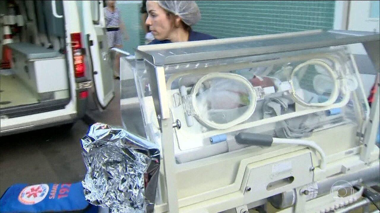 Grávida de sete meses morre depois de ser atingida por bala perdida; bebê é salvo