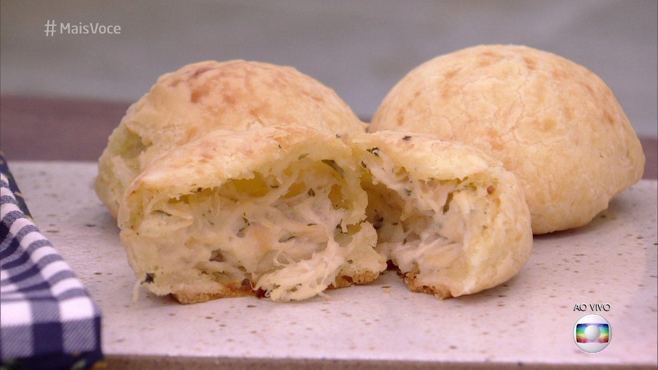 Pão de Queijo: Recheio de Frango Desfiado e Queijo Cremoso fica uma delícia