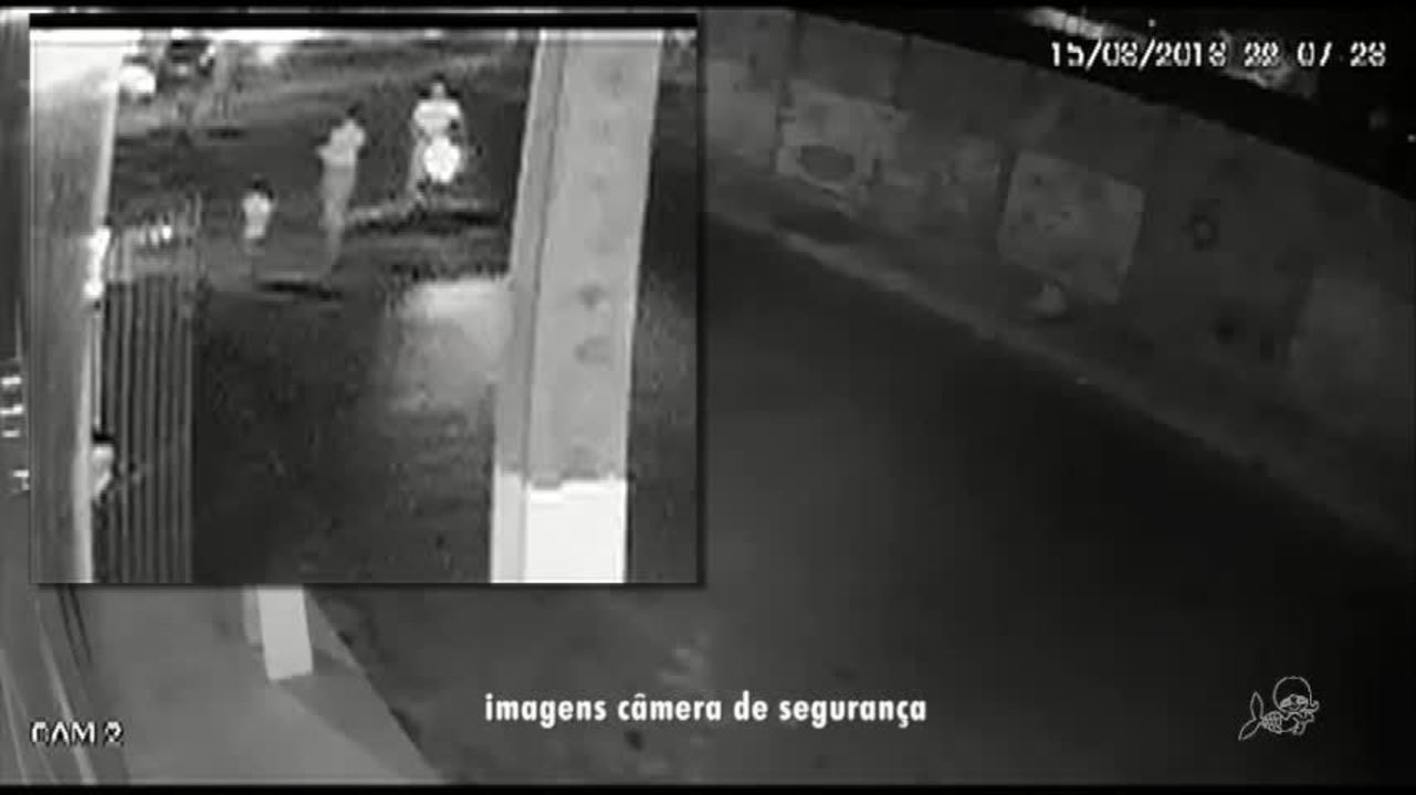 Carro atinge em cheio mão e filha; vídeo